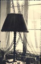 snapshot lampadaire abat-jour intérieur plante voilage radiateur rideau meuble