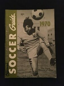 1970 Official Collegiate SOCCER Guide JULIO LINARES Univ. of Akron on Cover