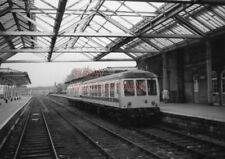 PHOTO  2 CAR SET AT ILKLEY STATION SEEN FROM BUFFER STOPS. 22/9/78