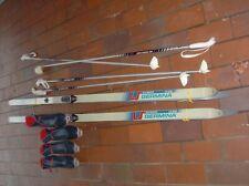2 PAAR LANGLAUFSKI OLYMPIC MIT SKIER SCHUHE(KASTINGER) GRÖSSE 11 und 9 Stöcke