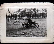 MOTO de PHOTOGRAPHE à la FETE / SPORT CROSS DE L'HUMANITE ,Photo amateur en 1961