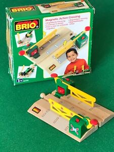 BRIO 33750 MAGNETIC ACTION CROSSING for Thomas & Friends Wooden Railway set