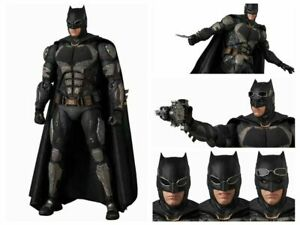 JUSTICE LEAGUE MAFEX BATMAN TACTICAL SUIT No.64 IN HAND TO SHIP Damaged Box