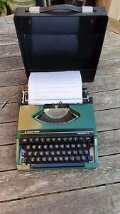 SILVER REED SILVERETTE II TYPEWRITER VINTAGE RETRO PORTABLE WORKING GREEN <5 KG
