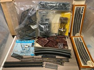 HO Tyco 33-Piece Bridge & Trestle Set + More Sets, Track & Switch- Power Poles