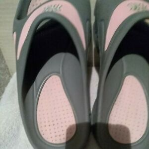 Reebok Hydro-Pass pink / gray up Rubber  Slides Slip On Shoes  Size 8