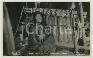1930 ca SANTA CRUZ (ARGENTINA) India Tehuelche tejiendo - RPPC Photo KOHLMANN