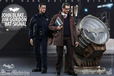BATMAN John Blake et Jim Gordon with Bat-Signal Collectible Deluxe Set Hot Toys