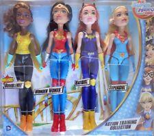 DC Comics DC Super Eroe Ragazze d'azione di formazione Collection 11-Inch Bambole Confezione da 4
