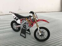 Honda CRF450R NO 14 Geico Motorcycle Model Toy 1:12