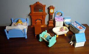 Vintage LITTLE TIKES Grand Mansion dollhouse FURNITURE Bed Bath Living Room Dog