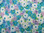Coupon tissu Imprimé Fleurs Bleues, Mauves et Blanches sur fond Blanc 60x40cm