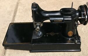 Singer Featherweight sewing machine model 221-1