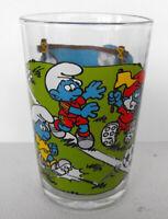 RARE SMURF Glass Smurfs are playing soccer Peyo Benedictin 1990 France MINT