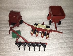 ERTL INTERNATIONAL HARVESTER (4) Plow, Baler, 4 Row Planter, Feed Wagon