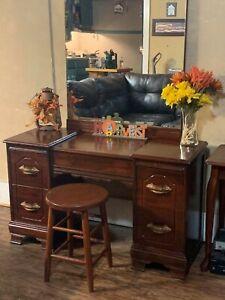 Ventage vanity mirror w/ chair