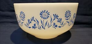 FEDERAL GLASS WHITE WITH BLUE FLOWERS 2.5 quart in. VTG.MIXING BOWL
