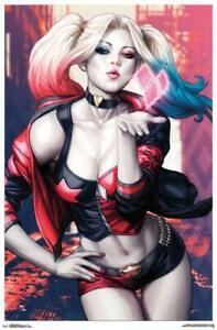 Trends International DC Comics Batman Harley Quinn Kiss Poster 22.375'' x 34''