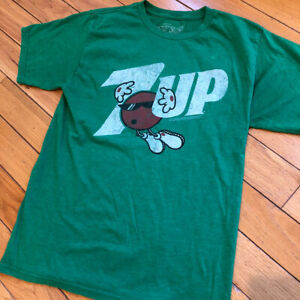 retro vintage style 7-Up T-shirt by Saavy. Officially licensed 2012 Men's M Soda
