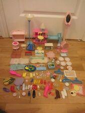 VINTAGE Sindy & alcuni Barbie Mobili, Elettrodomestici da Cucina, Accessori Scarpe lotto
