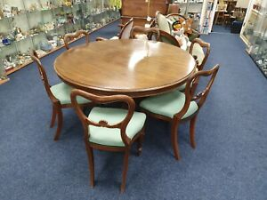 VICTORIAN TILT TOP MAHOGANY DINING TABLE & 6 CHAIRS