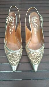 Vintage dolcis gold pointed shoes, with lace brocade effect