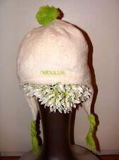 Flauschig, warme Fleccemütze mit hellgrüner Bommel und Zöpfen von Nebulus