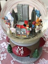 2000 Macy's Parade Musical Snow Globe Twin Towers New York Snoopy Mickey Mouse