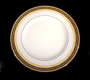 Beautiful Wedgwood India Dinner Plate
