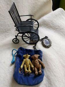 tolles KONVOLUT von STEIFF:Rollstuhl, Medaillon und 3 Teddys (siehe Beschreibung