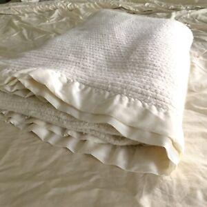 Vtg Chatham Ivory Waffle Weave Soft Acrylic Blanket Nylon Trim Thermal 68x88