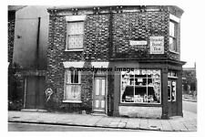 rp17454 - Shop on the corner of Pease Street , Hull , Yorkshire - photo 6x4