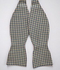 NWT Authentic BRIONI Houndstooth Pattern 100% SILK Jacquard SELF TIE Bow Tie