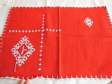 Napperon vintage style basque à terminer broderie point de croix roge blanc
