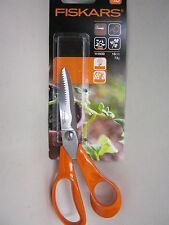 New Fiskars Universal Garden Right Handed Scissors 111030 18cm