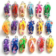 10 FLIP FLOP CHARMS/BEACH PENDANTS-KEYRING/JEWELLERY-25MM-POLYMER/FIMO-COLOURFUL
