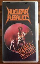 Cassette vidéo VHS de Nuclear Aussault - Handle with care