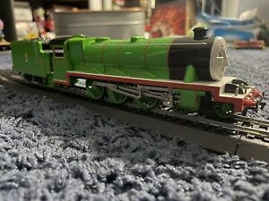 Bachmann Thomas & Friends Henry The Green Engine w/ Moving Eyes , 58745 HO Scale