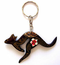 Porte-clés kangourou en bois motif fleur de frangipanier artisanat Australie