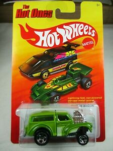 Hot Wheels 1:64 - 2011 The Hot Ones  Morris Wagon  Green W1587 New on Card