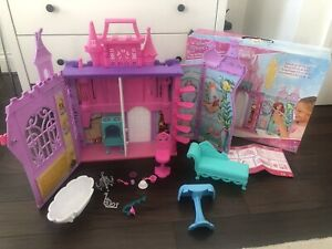 DISNEY PRINCESS Pop Up Palace Castle + 13 Accessories