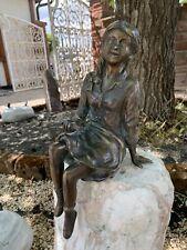 Bronze Skulptur Mädchen mit Buch