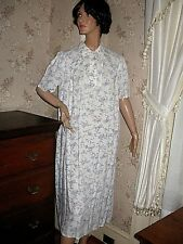 LOVELY VINTAGE 1940s PINK/BLUE FLORAL SHORT SLEEVE NIGHTGOWN, CUT ON BIAS.
