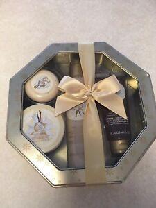 The Body Shop Vanilla Bliss 4 Piece Gift Set Polish Shower Gel Butter Soap
