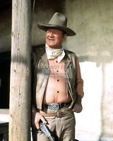 JOHN WAYNE LEGENDARY ACTOR - 8X10 PUBLICITY PHOTO (DA989)