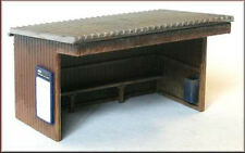 Knightwing PM111 Station/Bus Shelter with Corrugated Roof OO Gauge Plastic Kit 1