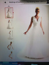 Plus Size A-line wedding dress Size 22/Color: Ivory. Brand new, never worn!