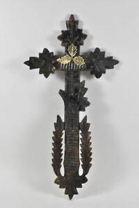 k67l37- Wandkreuz, Holz geschnitzt