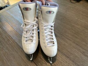 RIEDELL FIGURE SKATES WOMENS Size 9 WHITE