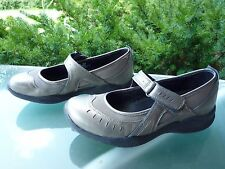 Clarks Wave Women's Bronze Leather Lightweight Mary Jane Walking Shoes, size 7 M